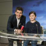 Thomas Sotto et une future journaliste (?) dans le studio France TV